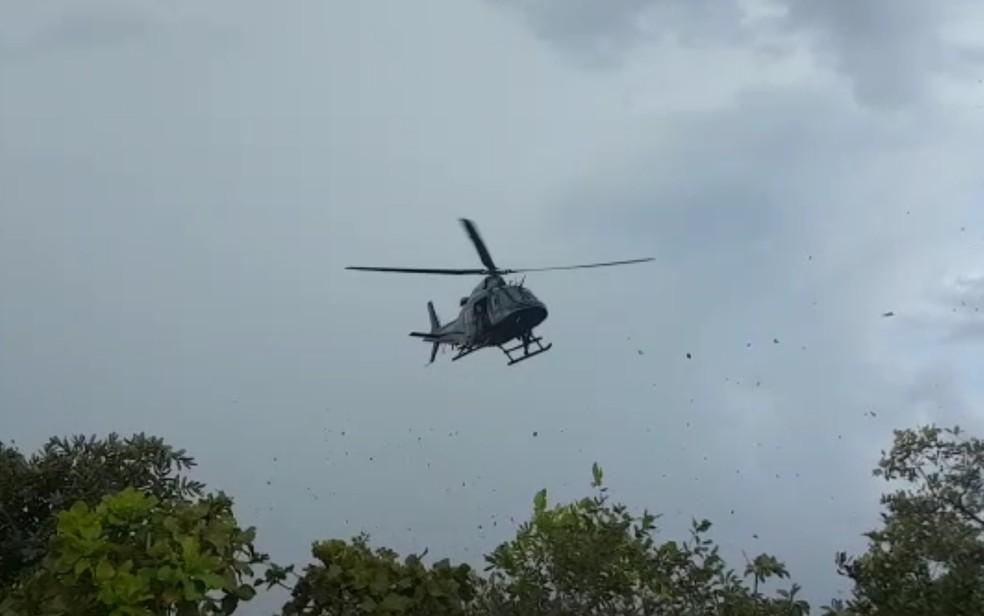 Polícia utilizou helicóptero para procurar suspeitos na Serra das Areias, em Aparecida de Goiânia — Foto: Reprodução/ Polícia Militar