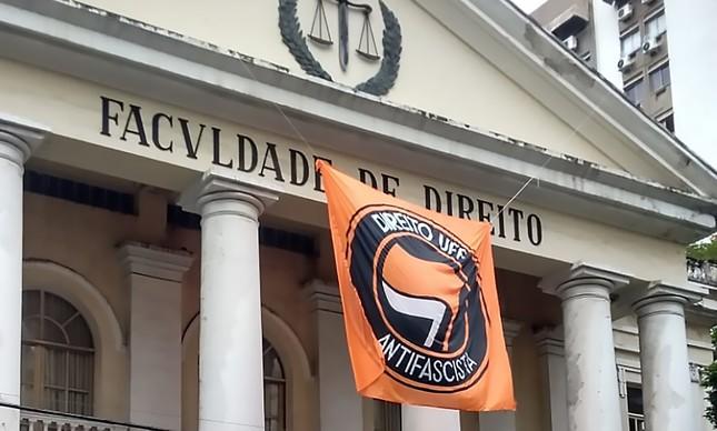 A faixa proibida na Faculdade de Direito da UFF