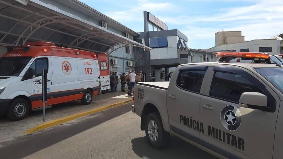 Hospital recebe escolta — Foto: Jornal e TV A Sua Voz
