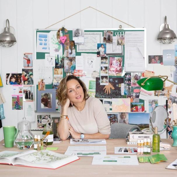 girl power 7 marcas de beleza criadas por mulheres incr veis glamour beauty news. Black Bedroom Furniture Sets. Home Design Ideas