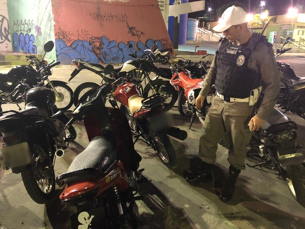 Operação apreende mais de 30 motocicletas na concentração de 'rolezinho', em Campina Grande — Foto: Polícia Militar/Divulgação