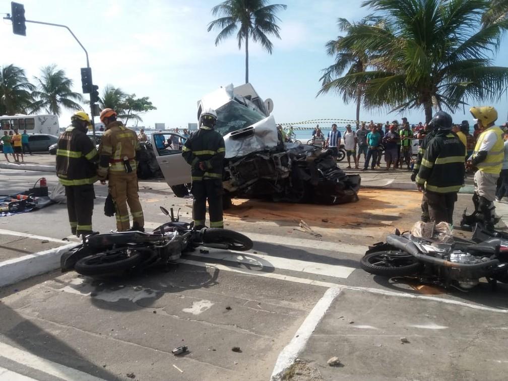 PM, bombeiros e Samu foram acionados para o acidente — Foto: Heliana Gonçalves/TV Gazeta