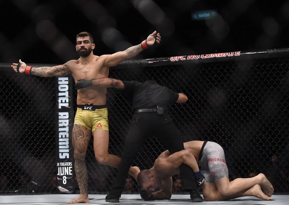 Elizeu Capoeira emendou a quinta vitória seguida no Ultimate (Foto: André Durão)