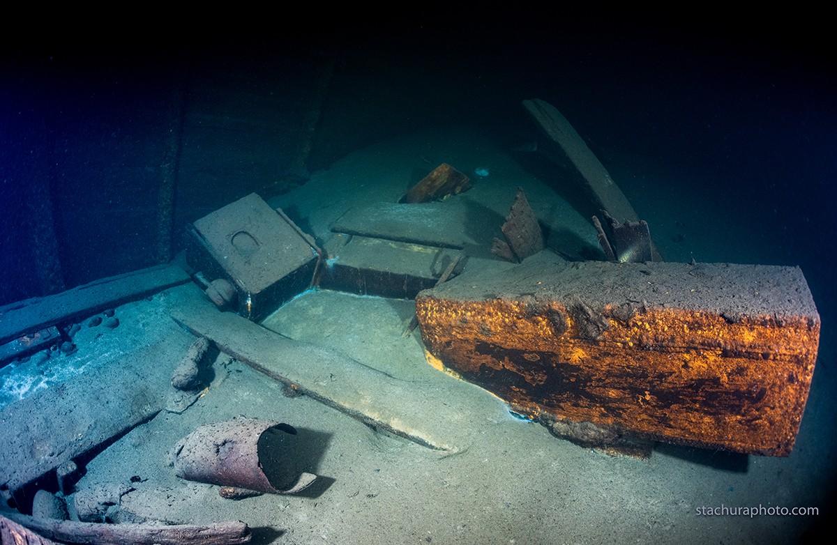Baús e veículos são encontrados em navio nazista naufragado na Polônia (Foto: Baltictech/Reprodução)