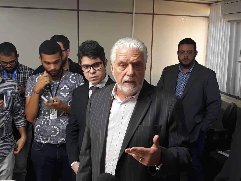 Jaques Wagner durante entrevista coletiva em Salvador, depois da operação da PF que fez busca e apreensão em sua casa (Foto: Maiana Belo/G1)