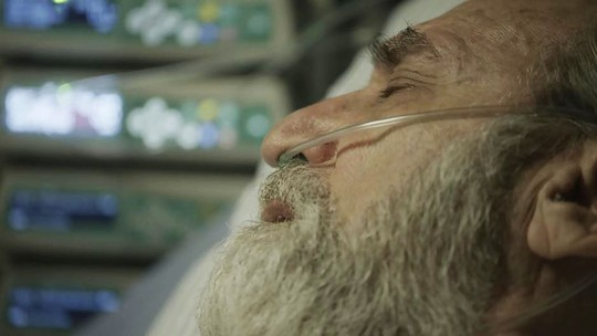 Em 'Órfãos da Terra', Aziz faz pedido a Jamil antes de morrer