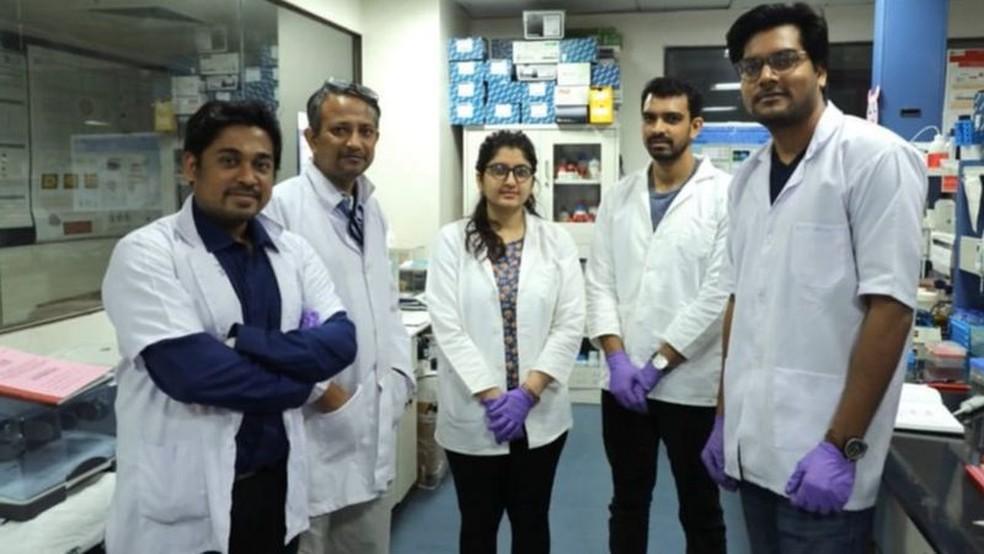 Novo teste de papel promissor foi desenvolvido no Instituto CSIR de Genômica e Biologia Integrativa, em Déli — Foto: BBC