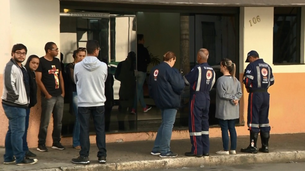 Colegas foram se despedir de enfermeira do Samu em Pouso Alegre (Foto: Reprodução EPTV / Edson Oliveira)
