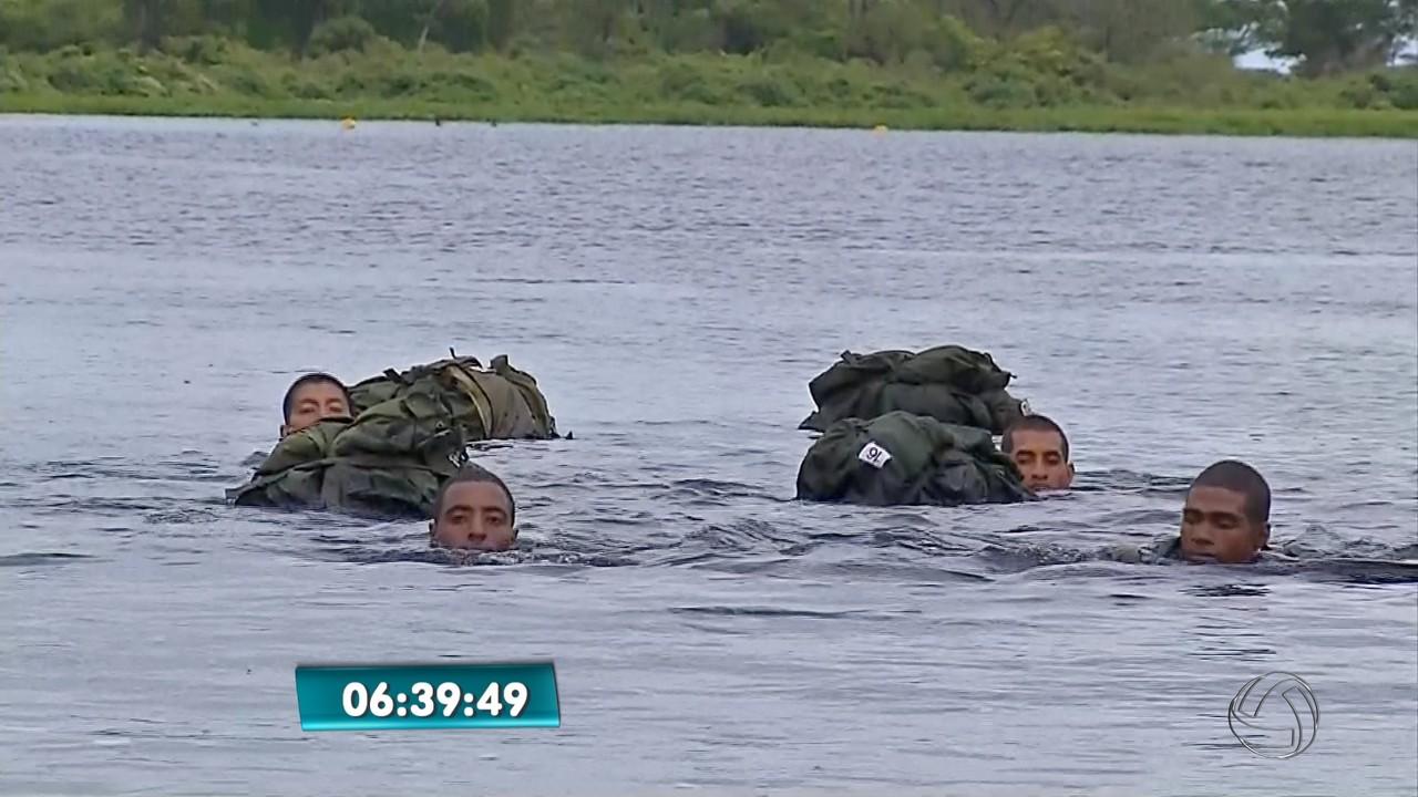 Militares treinam na base da Marinha, no Pantanal de MS