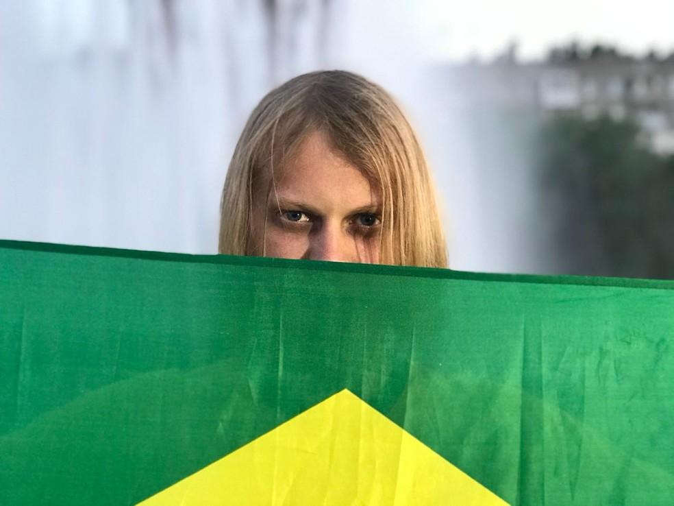 Russo 'amuleto' da torcida brasileira manda recado após fama na web (Foto: Bruno Diniz/Globoesporte.com)