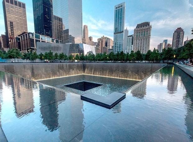 O Memorial e Museu Nacional de 11 de Setembro é cercado muros grafados com os nomes das vítimas (Foto: Alamy/ Reprodução)