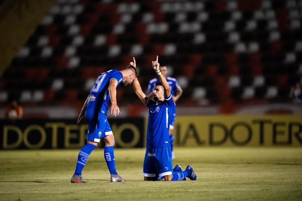 CSA também está na briga  — Foto: JESSICA SANTANA/FRAMEPHOTO/ESTADÃO CONTEÚDO