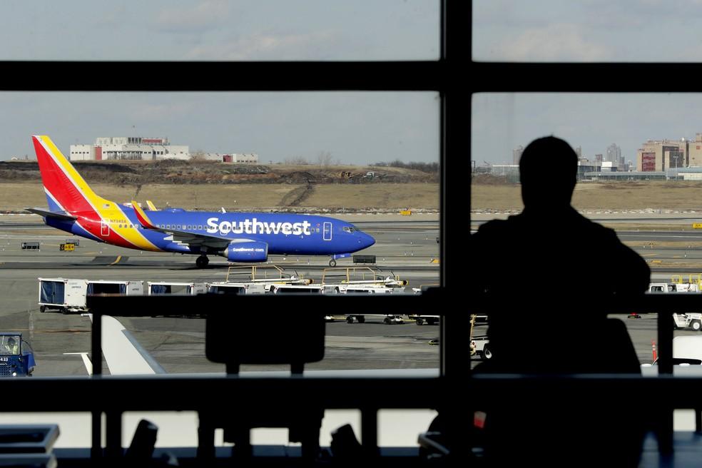 Imagem de arquivo de avião da Southwest Airlines no aeroporto LaGuardia em Nova York. — Foto: Julio Cortez/AP