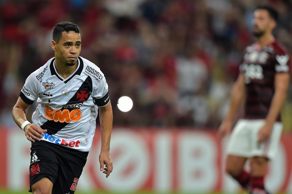 Pikachu comemora gol contra o Flamengo no empate por 4 a 4 pelo Brasileiro de 2019. Ele fez outros quatro, todos de pênalti — Foto: André Durão