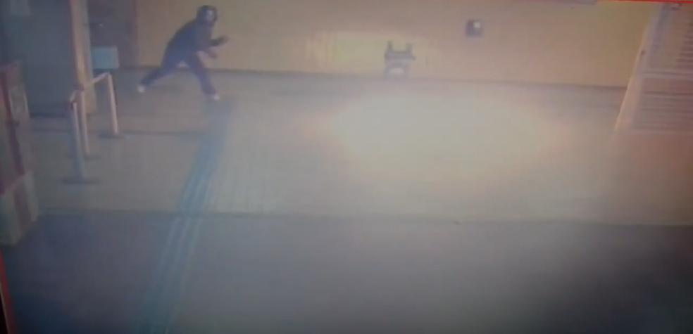 Homem atira coquetel molotov no metrô do DF (Foto: Reprodução)