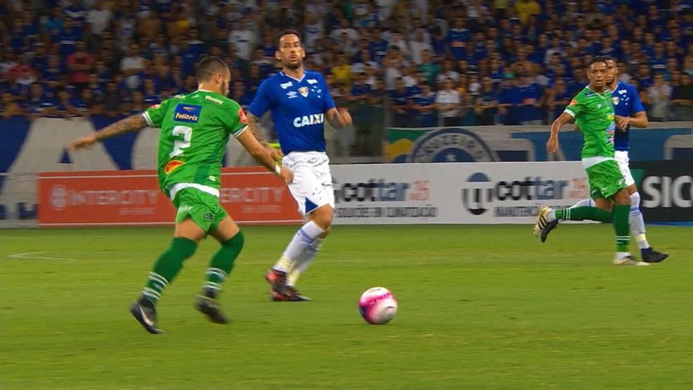 Uberlândia deve ser mais ofensivo contra o Villa Nova-MG (Foto: Reprodução/TV Globo)