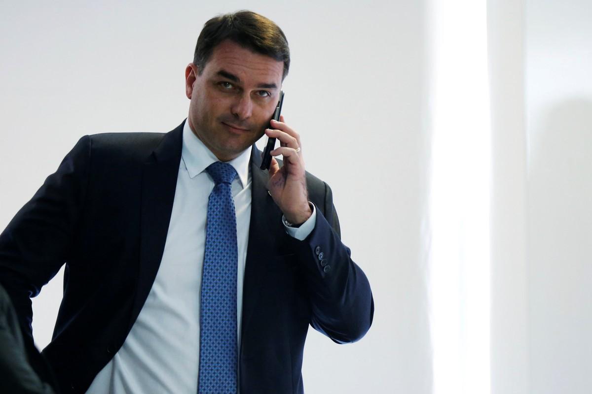 MPRJ diz que Flávio Bolsonaro aumentou patrimônio de forma 'sorrateira' e com desvio de recursos públicos