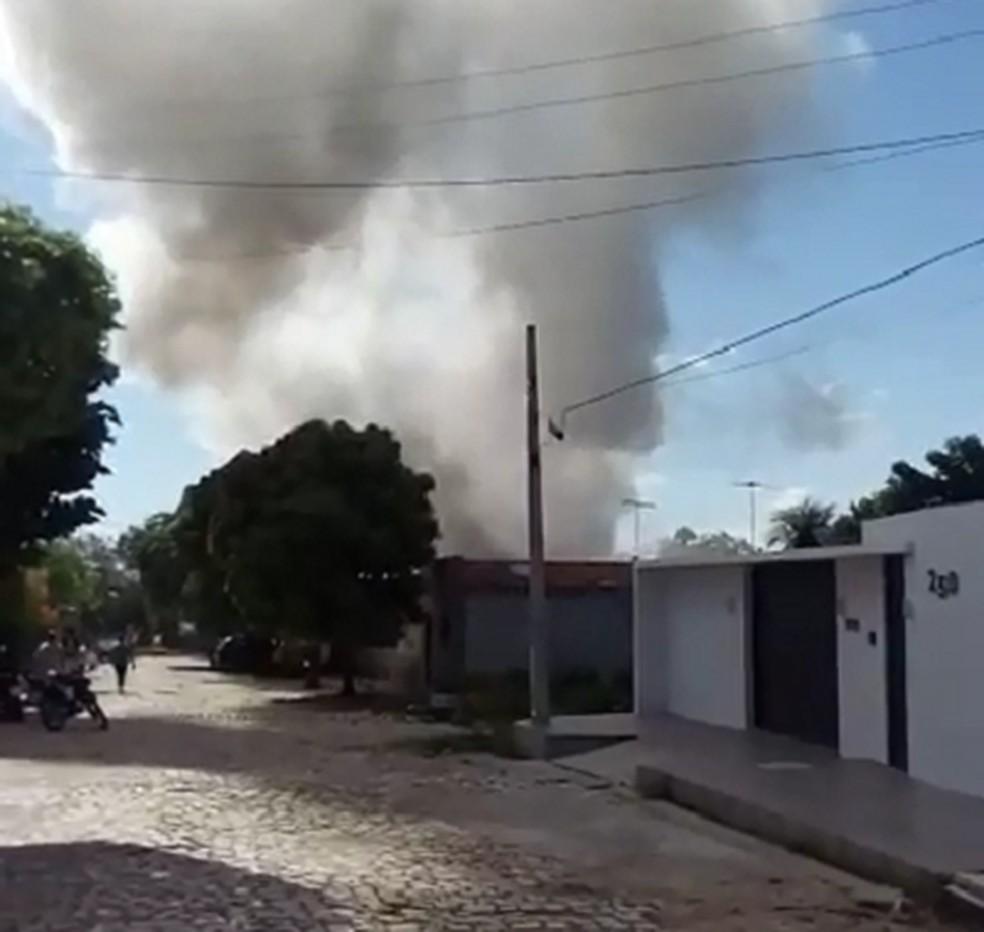 Incêndio em depósito de Apodi, na região Oeste potiguar — Foto: Reprodução