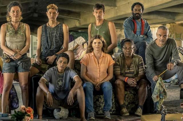 Parte do elenco de 'Segunda chamada' aparece na primeira foto da nova temporada da série (Foto: Reprodução)