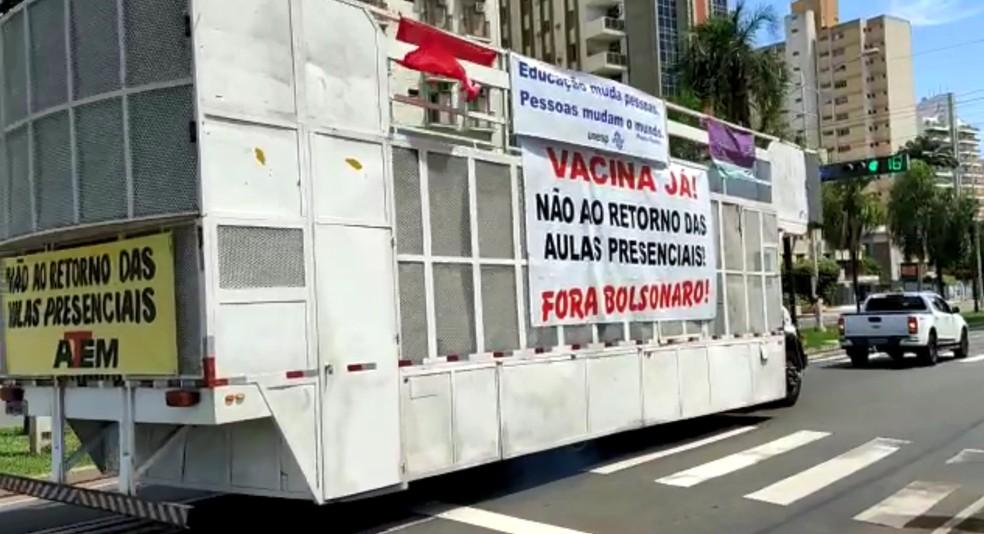 Caminhão de som passando por avenida de Rio Preto  — Foto: Patrick Lima/TV TEM