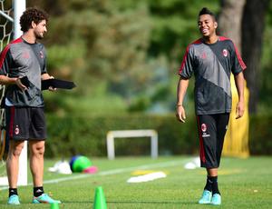 Milan confirma contato com Timão por Pato e nega Robinho no Santos