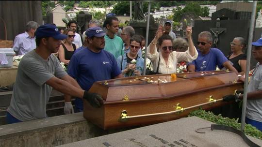 Corpo de Miúcha é enterrado no Rio de Janeiro