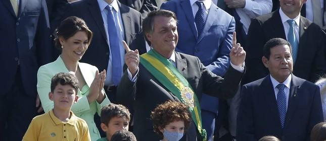 Presidente Jair Bolsonaro durante cerimônia de hastiamento da Bandeira