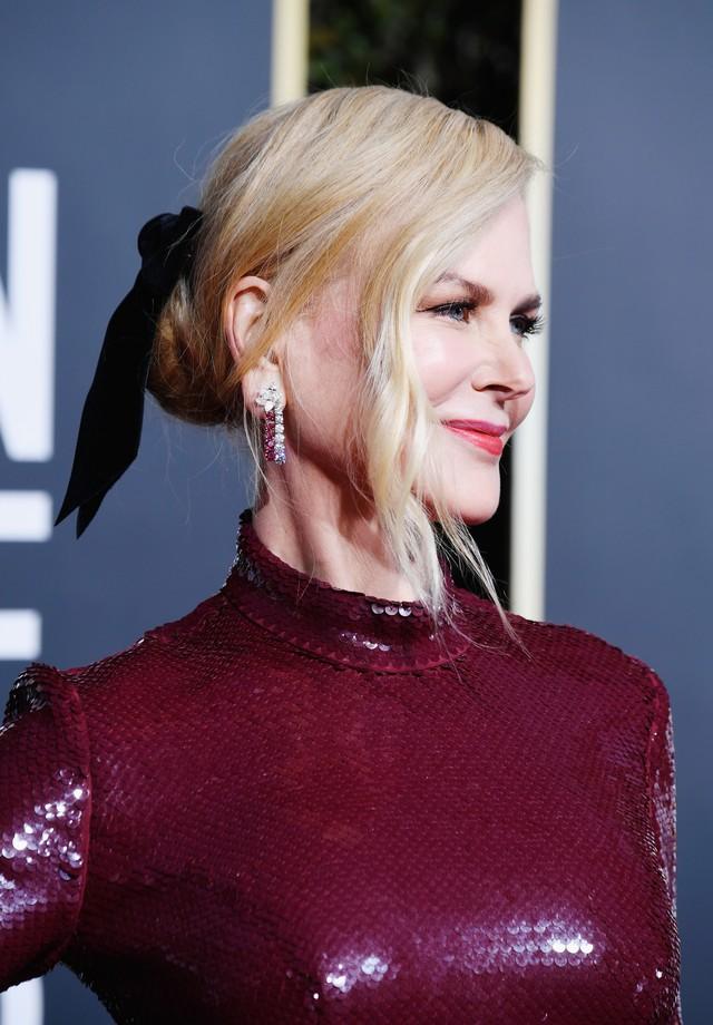 Nicole Kidman e seu laço de veludo Jennifer Behr no Globo de Ouro 2019 (Foto: Getty Images)