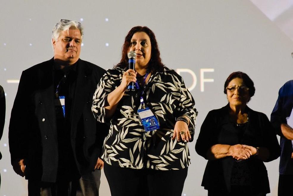 """Diretora Adriana Vasconcelos, do longa-metrage """"Mãe"""", selecionado para a Mostra Brasília do 52º Festival de Brasília do Cinema Brasileiro  — Foto:  Mayangdi Inzaulgarat/Divulgação"""