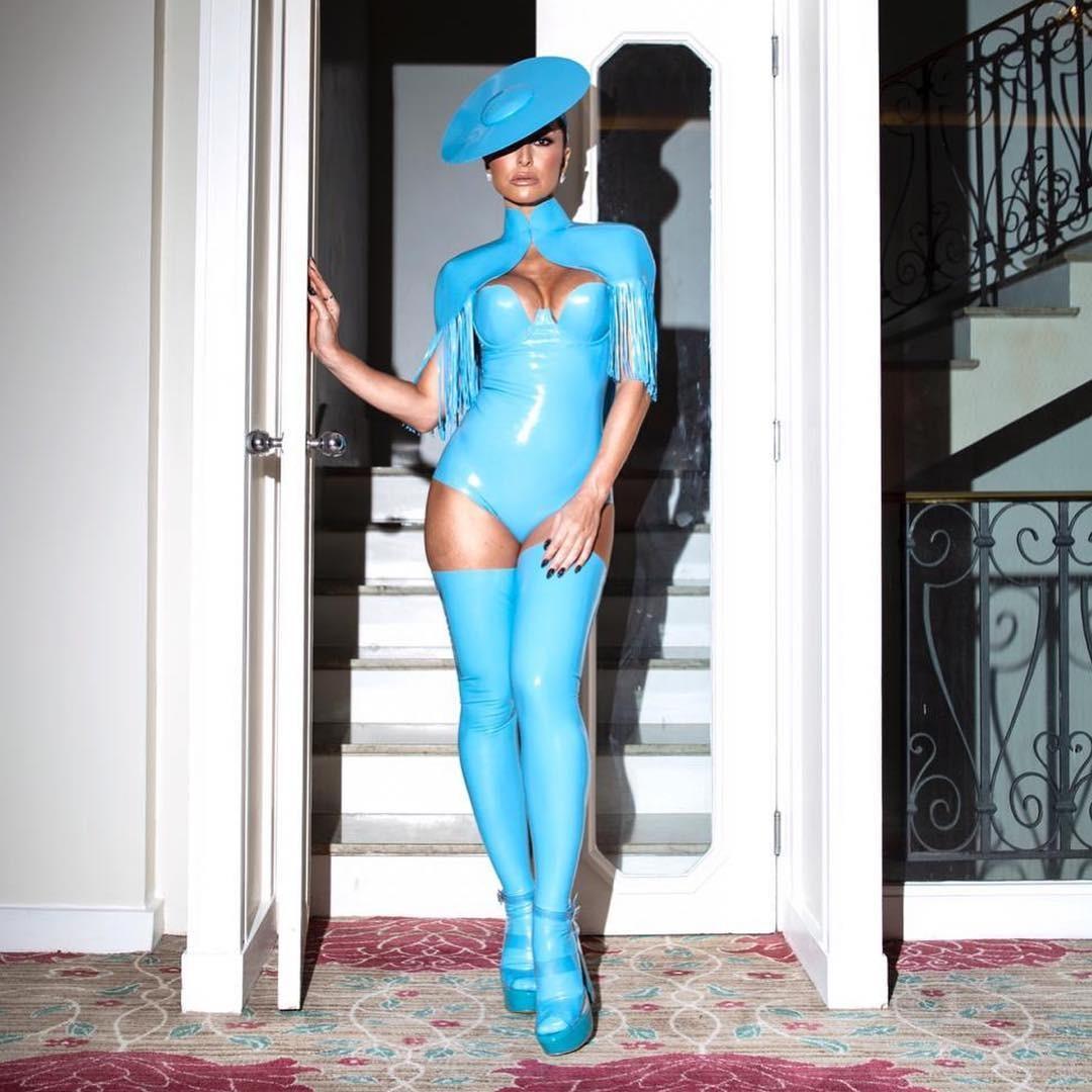 Sabrina fez post respondeu quem questionou sua atitude no Carnaval (Foto: Reprodução/Instagram)