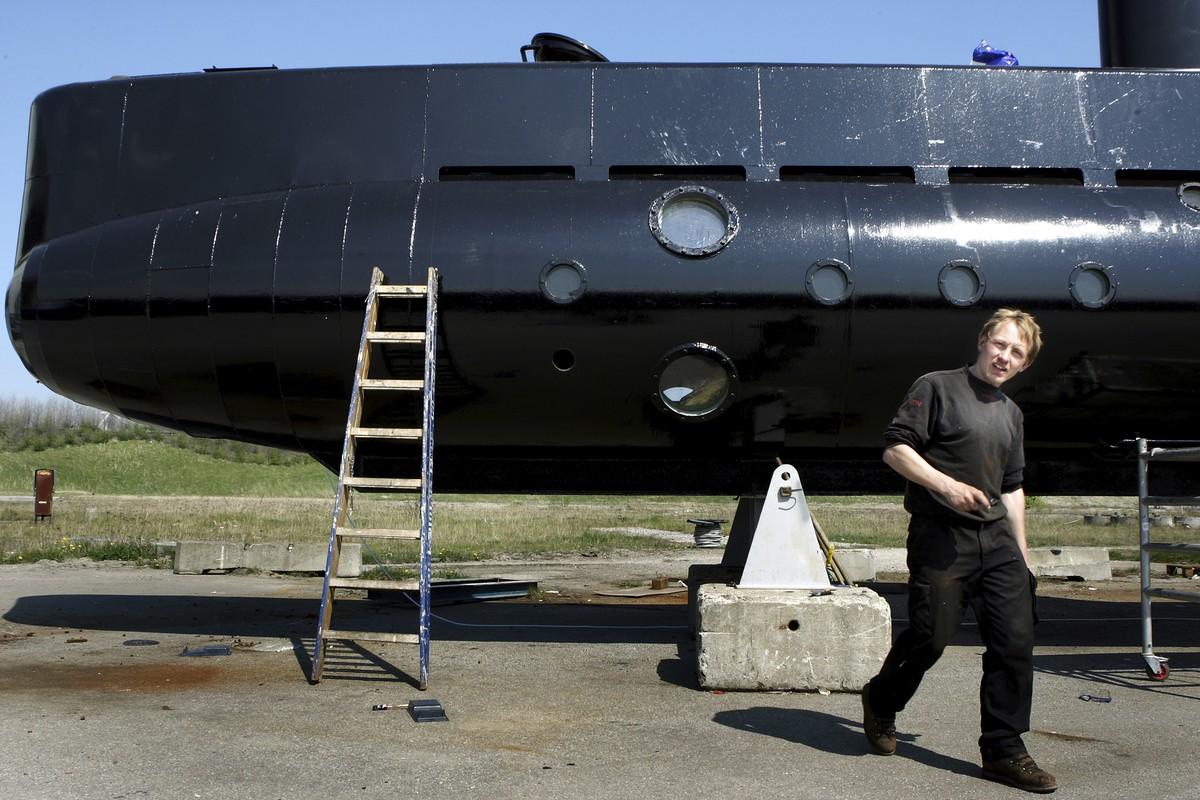 Inventor dinamarquês admite ter esquartejado jornalista sueca em submarino
