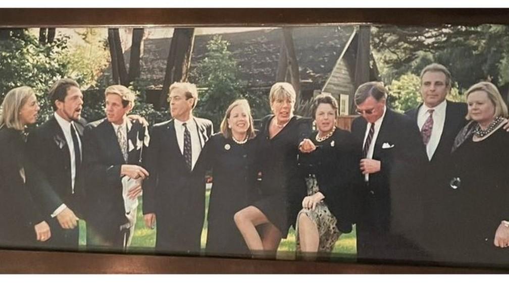 Os dez filhos de Ann, em ordem de idade (direita para a esquerda) — Foto: Mark Miller/Arquivo Pessoal/BBC