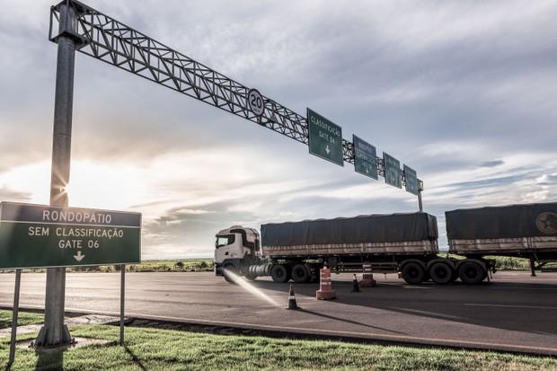 Vida na estrada, longe de casa: como é ser um caminhoneiro no Brasil  (Foto: Leandro Tavares)