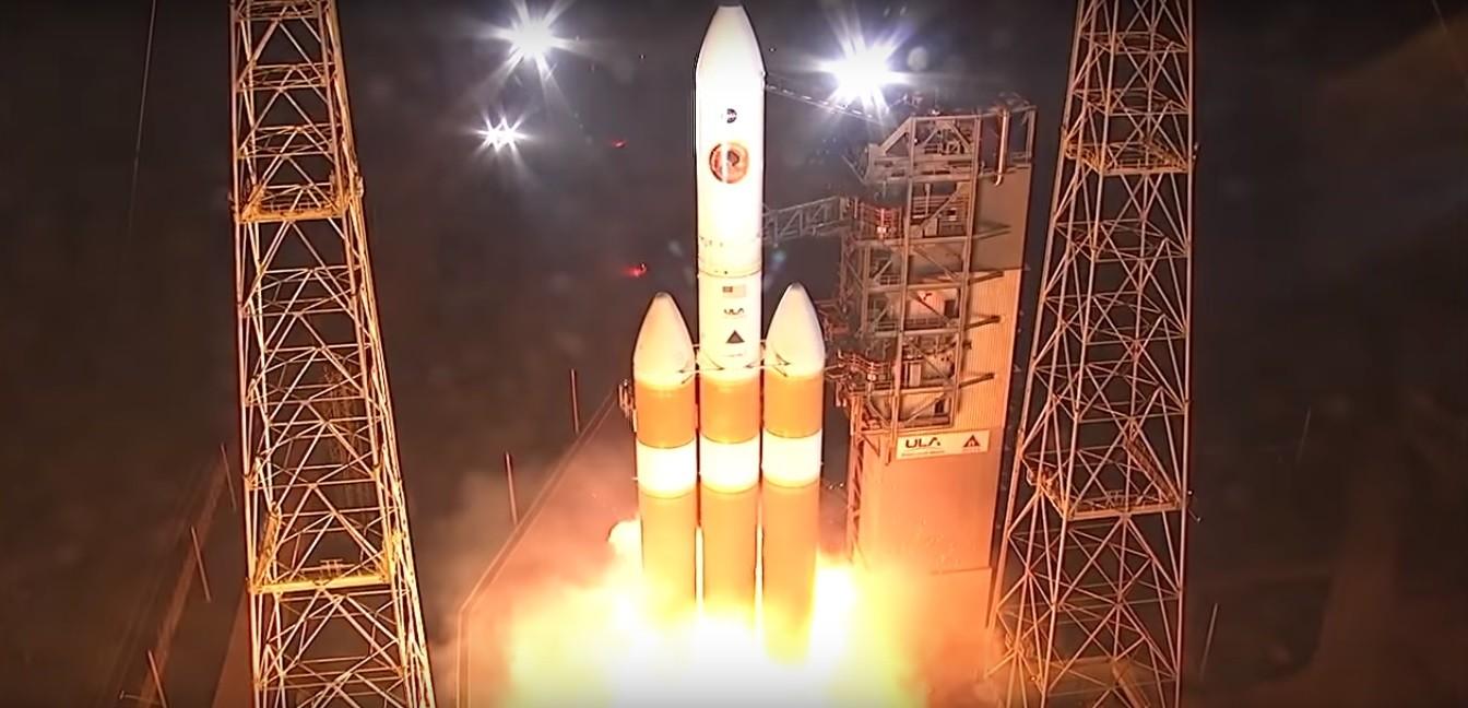 Momento de lançamento do foguete que carrega a sonda (Foto: Reprodução/YouTube)