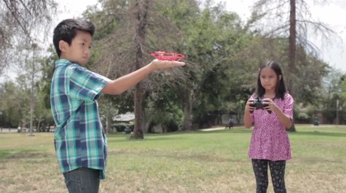 drone e crianças (Foto: Reprodução/Kickstarter)