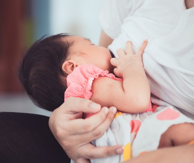 aos poucos a amamentação tende a ir entrando nos eixos. Se a criança está saudável, não há motivos para preocupações (Foto: ThinkStock)