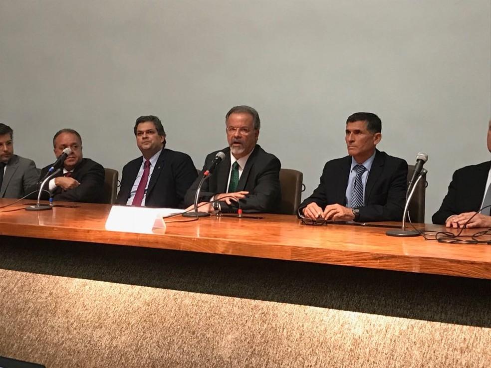 O ministro da Segurança Pública, Raul Jungmann, durante entrevista coletiva nesta quarta-feira (28) (Foto: Bernardo Caram/G1)