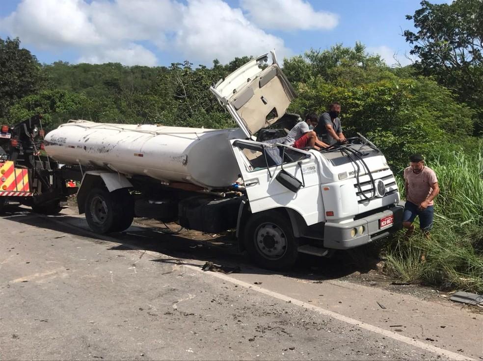 Acidente aconteceu na BR-304 na Grande Natal, na manhã desta terça-feira (6). — Foto: Geraldo Jerônimo/Inter TV Cabugi