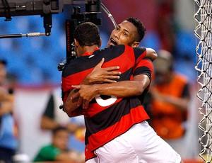 Flamengo acerta com Hernane por três anos