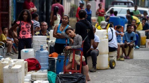 A crise na Venezuela afeta profundamente a população que não tem água, comida e remédios (Foto: AFP via BBC)