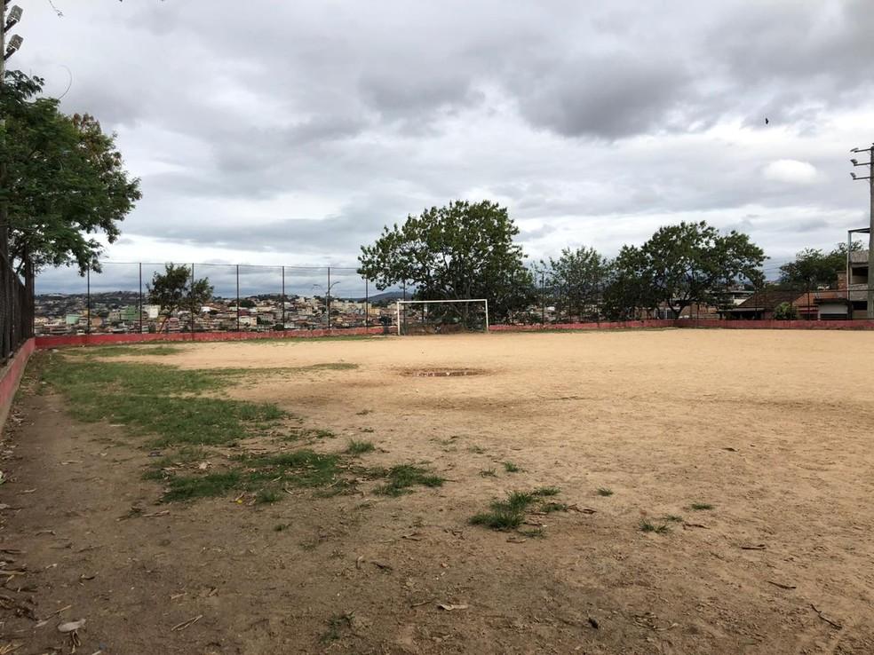 Campo de futebol, no bairro Tupi, em Belo Horizonte— Foto: Cristiane Leite/TV Globo