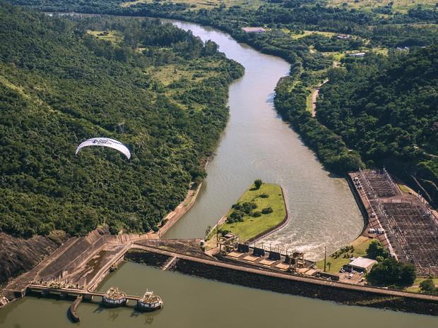 Antes de chegar no Paraná, expedição sobrevoou cidades paulistas. Um dos locais fotografados é a hidrelétrica do Jurumirim (Foto: Divulgação/Leandro Saadi )