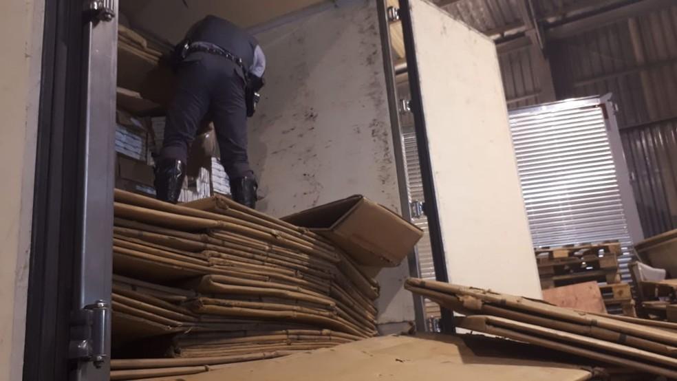 Polícia encontra material para fabricação de cigarro em Sorocaba — Foto: Ariane Flores/TV TEM