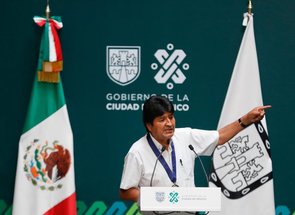 Ex-presidente da Bolívia, Evo Morales, faz discurso após ser homenageado na Cidade do México, na quarta-feira (13)  — Foto: Eduardo Verdugo/AP