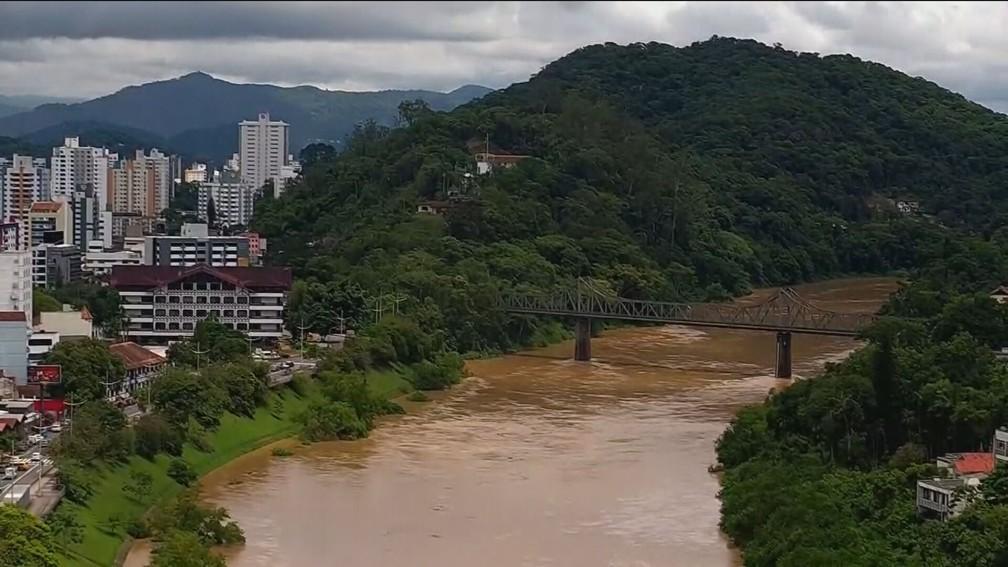 Volume de água subiu nos mananciais e comportas de barragens tiveram que ser fechadas em Taió e Ituporanga — Foto: GNews/Reprodução