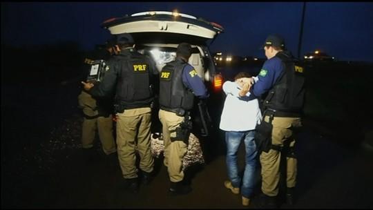 Motorista chama mãe para ajudá-lo após ser preso por dirigir bêbado e sem CNH, em Anápolis
