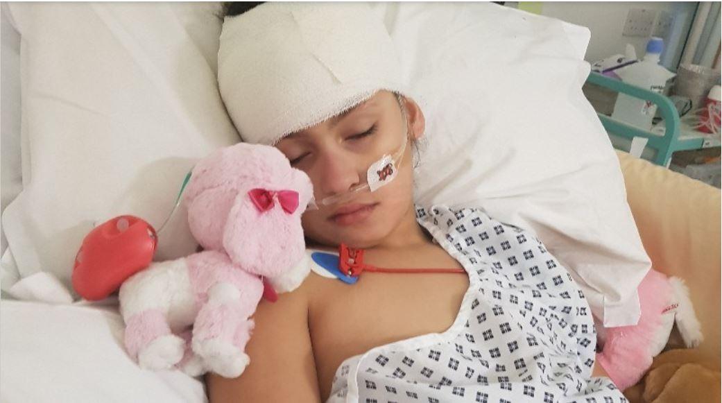 Laila no hospital depois da hemoragia cerebral (Foto: Arquivo pessoal)