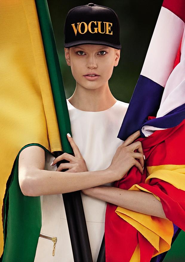 Os Jardins, região que é o epicentro da moda paulistana, celebraram o futebol e o estilo brasileiro. No dia 13 de junho, o Time da Vogue entrou em campo e percorreu o roteiro de atrações especiais que foram de coleções temáticas a tratamentos de beleza. S (Foto: Zee Nunes/Arquivo Vogue)