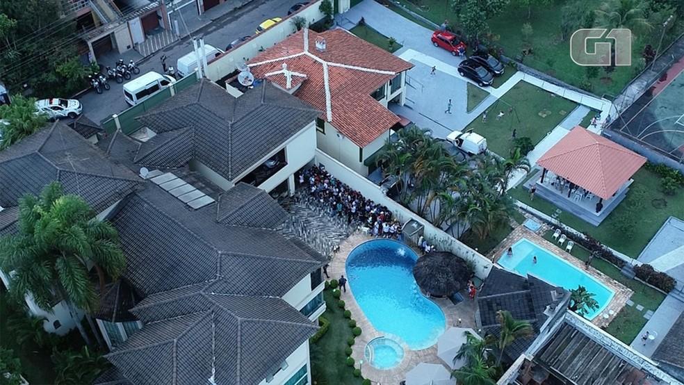 """G1 sobrevoa com drone """"Mansão Love Funk"""", onde PM fez operação com fiscais da subprefeitura e vigilância sanitária — Foto: G1/G1"""
