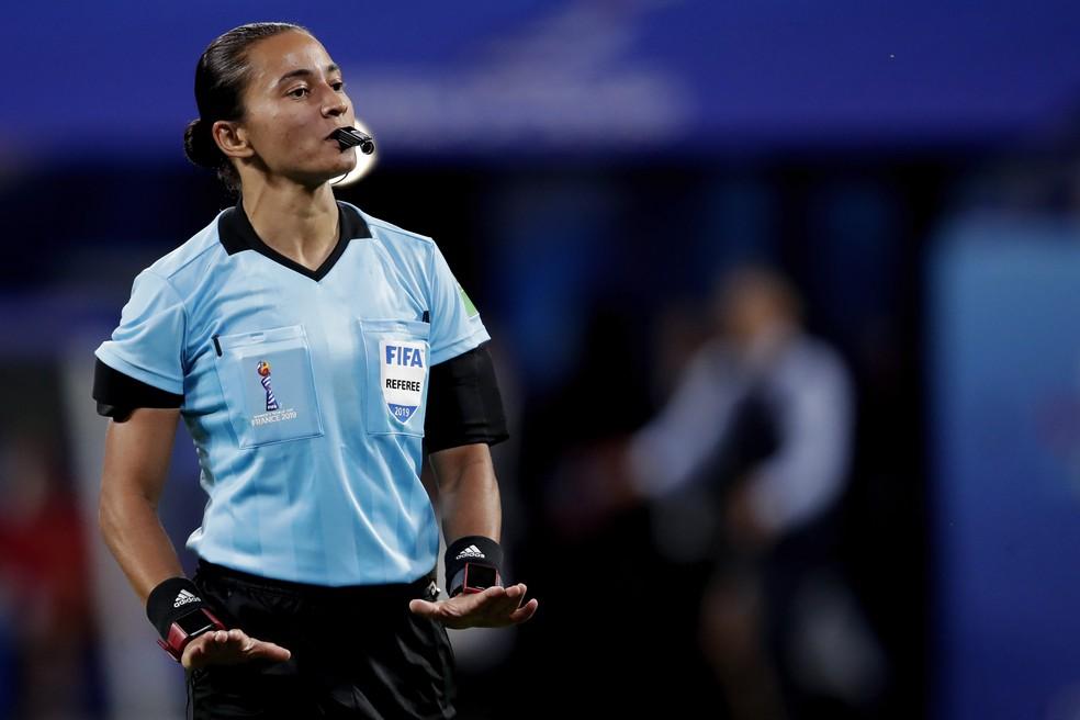 Edina Alves Batista apitou na última Copa do Mundo feminina, em 2019 — Foto: Getty Images